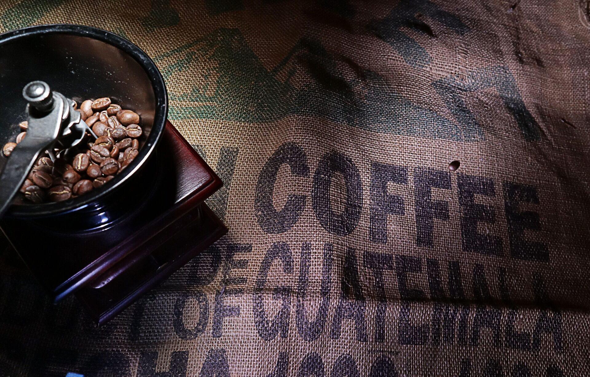 Prodej pravé zrnkové kávy.